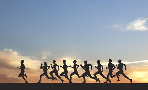 grupo de pessoas correndo