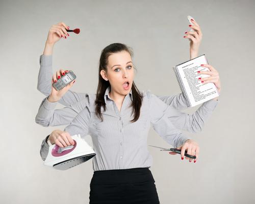 mulher multi tasking