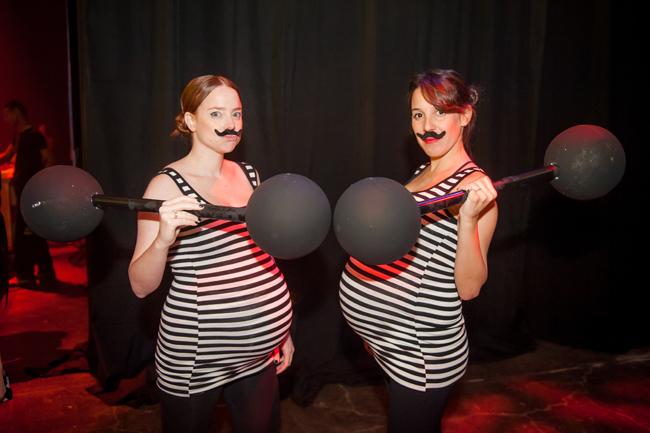Mulheres, grávidas, com bigodão, equipamento de musculação e uniforme de presidiárias. Deixa essa aqui de Plano B e tenta achar uma melhor.